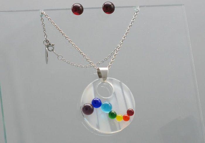 """Pendentif et boucles d'oreilles #835, """"Cascade de couleurs"""""""