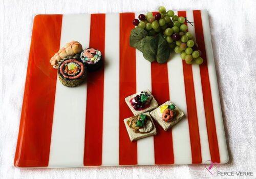 Assiette à service blanc et orange. 12 x 12 pouces