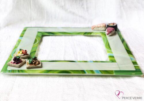 Assiette de service en verre blanc, vert et turquoise